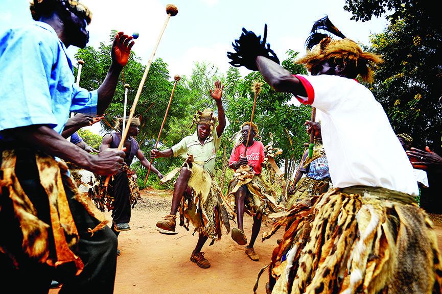 Malawi-dancing