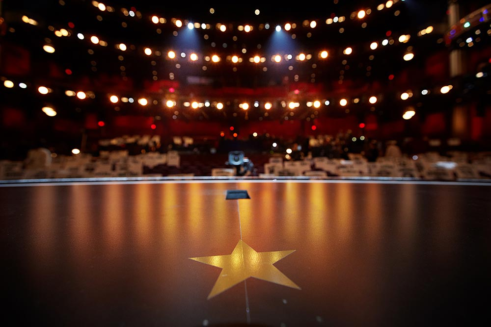 oscars-stage-empty
